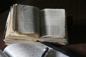 bibbia e quaderno